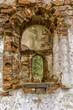 Fenster in der Ruine eines alten Gebäudes