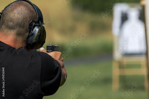Papel de parede Police shooting practice at a shooting range