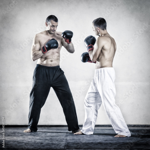 fototapeta na lodówkę two men fighting boxing sports