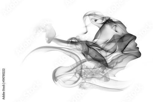 Dwoistego ujawnienia portret kobieta i dym.