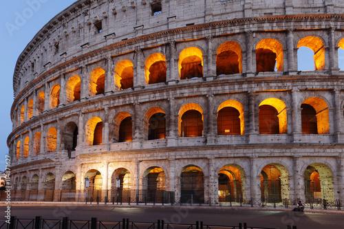 Fényképezés  The Roman Colosseum at dusk