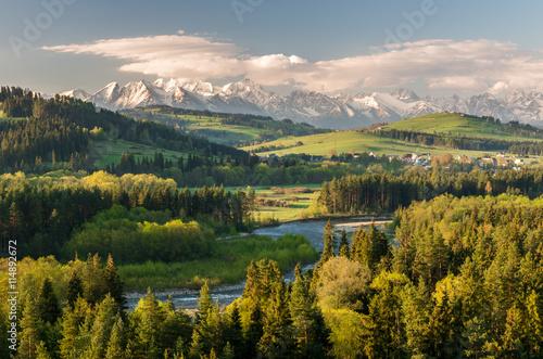 Foto auf Gartenposter Gebirge Beautiful spring panorama of Tatra mountains and green hills