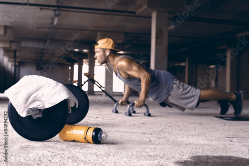 Guy in the baseball cap in the gym Fotobehang