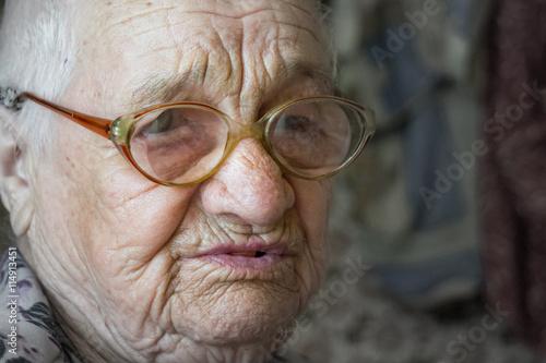 Fotografia, Obraz  Пожилая женщина. Помощь старикам