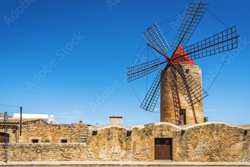 Fotografía  Molino de viento Moli den Xina en Algaida, Mallorca