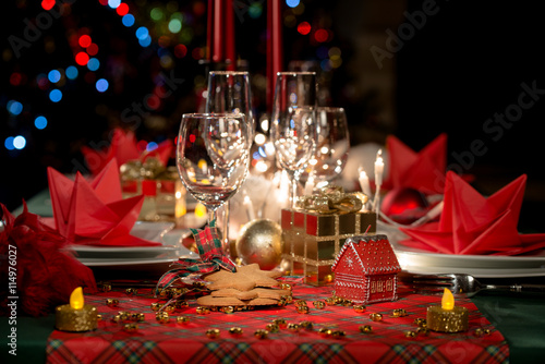 Swell Gold And Red Christmas Table Decoration With Dim Light Download Free Architecture Designs Grimeyleaguecom