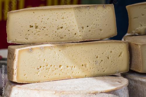Set di formaggi di malga prodotti in Veneto gustosi e semplici Wallpaper Mural