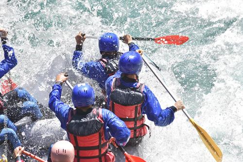 Obrazy Sporty Wodne   zespol-raftingowy-pluskajacy-fale