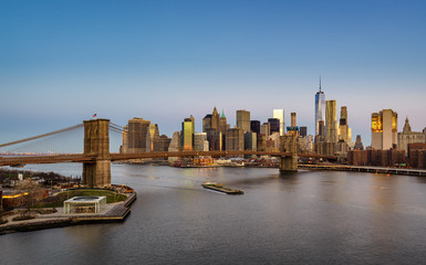 Fototapeta Nowy York Aerial view of the Brooklyn Bridge at sunrise and Manhattan Lower East Side Financial District skyscrapers. New York City