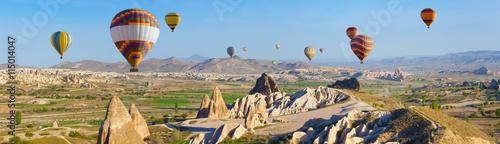 Poster Montgolfière / Dirigeable Hot air ballooning in Cappadocia, Turkey