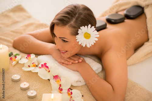 obraz dibond Beautiful Woman In The Spa Centre