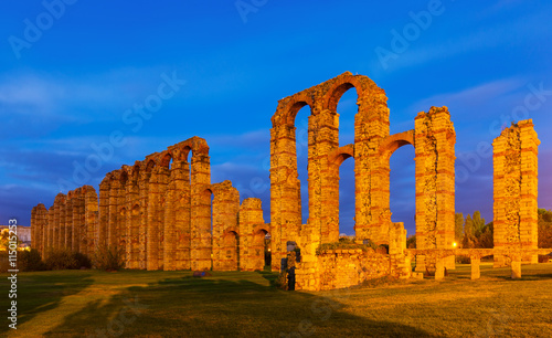 obraz dibond old Roman Aqueduct of Merida in evening