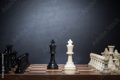 Photo  Chess pieces set on a chessboard