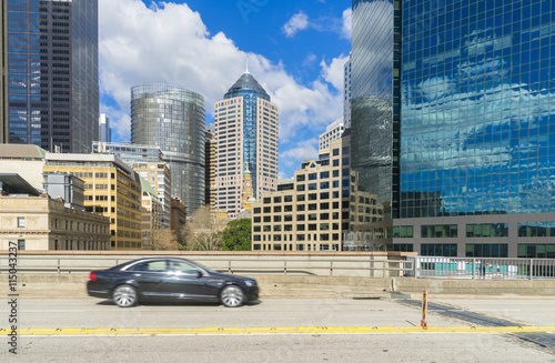 Photo  Passing car on motorway with skyscrapers of Sydney, Australia