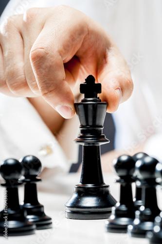 Hand of businessman playing chess Tapéta, Fotótapéta