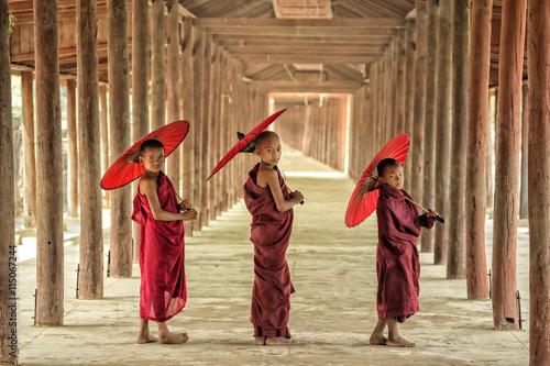 Fotografie, Obraz  Štěstí Novice v Barmě