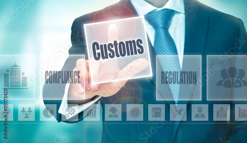 Fotografía  A businessman selecting a Customs Concept button on a clear screen