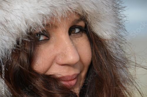 Obraz Kobieta w czapce - fototapety do salonu