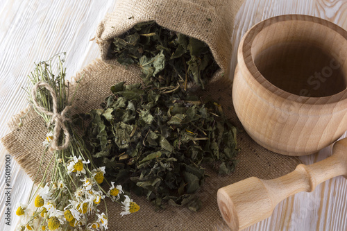 plakat mortar and pestle with herbal tea.