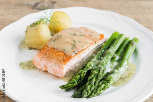 obraz dibond Grilled salmon with boiled potatoes and asparagus on white plate