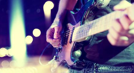 Naklejka luces del escenario. Fondo musical abstracto. Tocar la guitarra y el concepto de concierto. Fondo de la música en directo. Concierto y festival de música. Instrumento en el escenario y banda