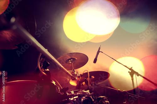 Papiers peints Bordeaux Fondo musical abstracto.Bateria en el escenario.Concepto de musica en directo.Festival de musica rock