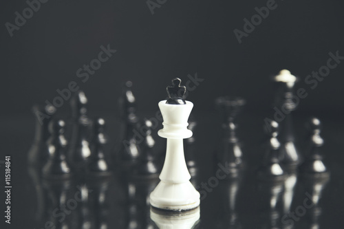Photo  chess pieces on black background