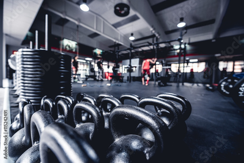 Fotobehang Fitness palestra con pesi e aattrezzi