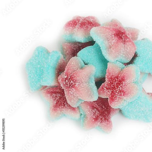 Foto op Aluminium Snoepjes gelatine a forma di stella. Caramelle rosso, bianco e blu su sfondo bianco