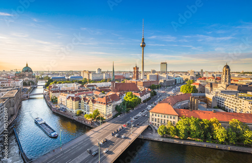 Photo sur Toile Europe Centrale Berlin skyline with Spree river at sunset, Germany