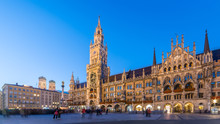 Marienplatz, Munich City Beautiful Panorama Scenic Skyline View Cityscape Of Munchen Night Illuminated Architecture Under Clear Blue Sky: New Town Hall And Frauenkirche At Night, Bavaria, Germany.