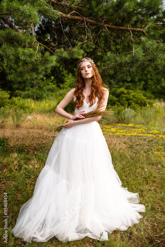 Photo Redheaded young girl in the woods