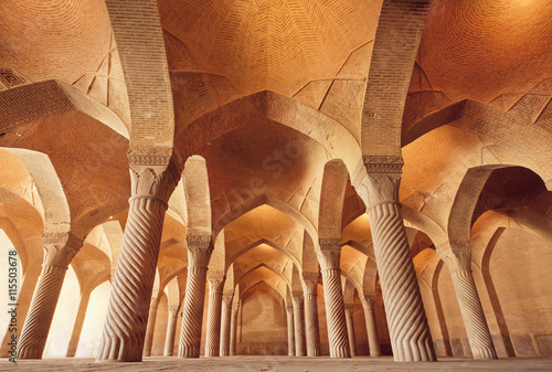 obraz dibond Persian mosque Vakil with carved columns in huge historical hall, Iran