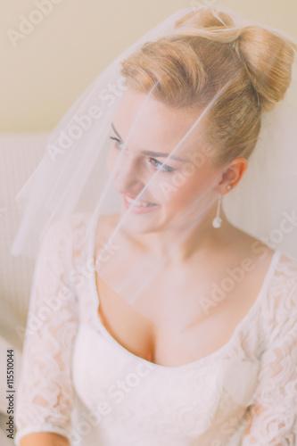 Poster womenART Portrait of a beautiful blonde bride in veil. Wedding day. Daylight. Indoor shot