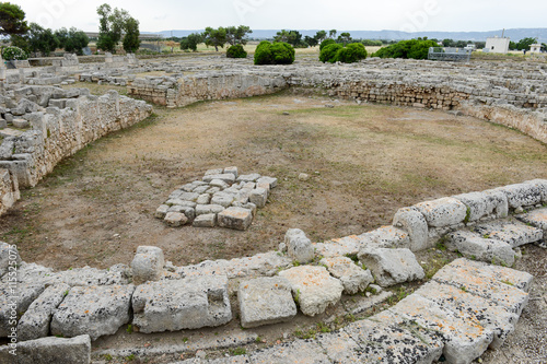 In de dag Rudnes The amphitheatre of th ancient Roman ruins in Egnazia