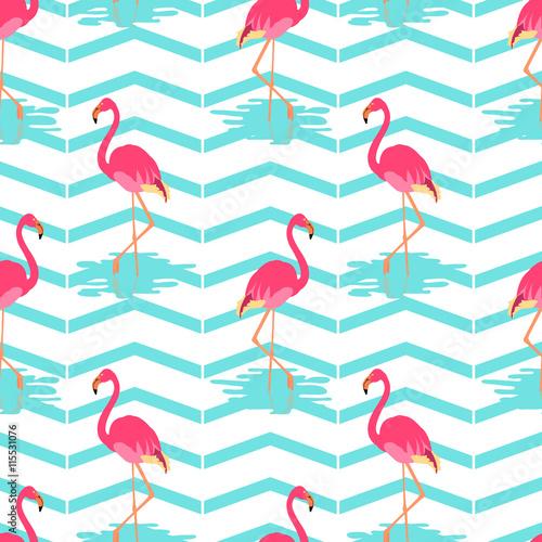flamingo-letni-wzor-na-zielonym-tle-paski-ilustracja-wektorowa-egzotycznych-ptakow-koncepcja-przyrody