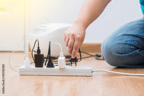 Fotomural man unplugged plug to save on energy
