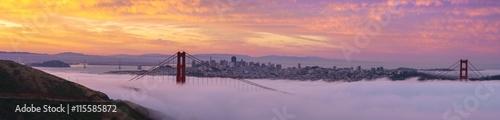 Photo  Early morning low fog at Golden Gate Bridge