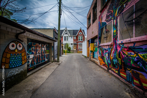 Deurstickers Toronto Graffiti in an alley in West Queen West, in Toronto, Ontario.