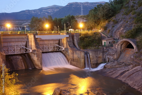 Foto op Plexiglas Dam Dam at night in Sabiñanigo town, Spain. Taken on the 8th of July of 2016