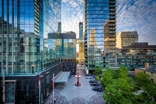Deurstickers Toronto Modern buildings along Yorkville Avenue in Midtown Toronto, Onta