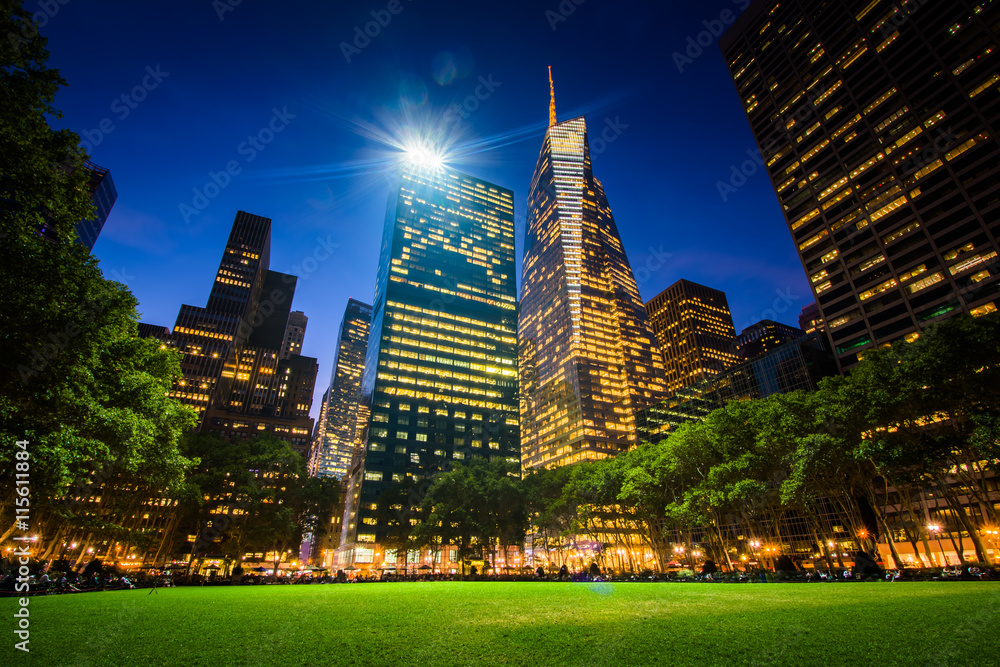 Fototapety, obrazy: Skyscrapers in Midtown at night, seen at Bryant Park in Manhatta