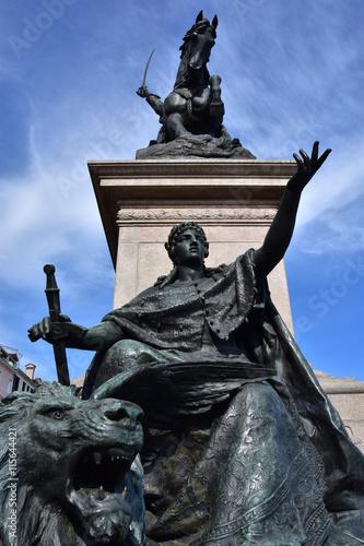 Fotografija  ronze statue symbolizes Venice freedom from foreign domination, part of Vittorio