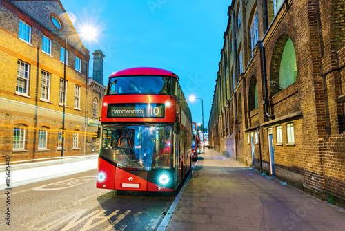 Fotografie, Tablou  Night scene of London bus