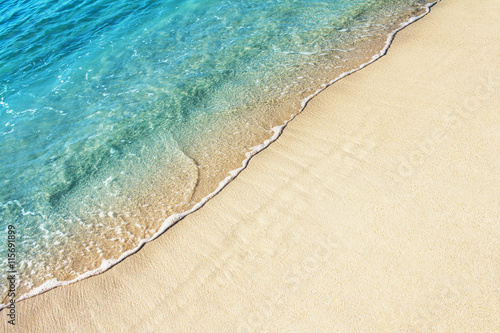Foto auf Gartenposter Strand Soft ocean wave on the sandy beach, background.