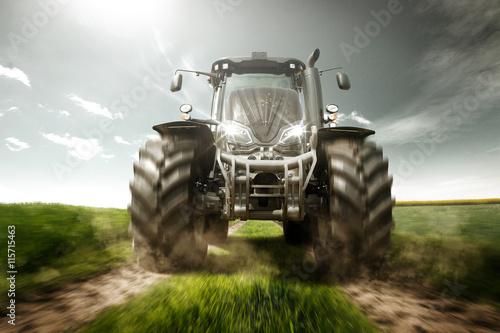 Photo  Traktor auf Feldweg