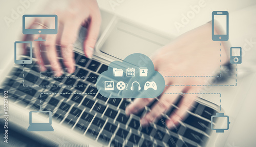 Fotografía  The concept of Omnichannel between devices to improve the performance of the company