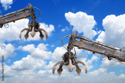 Photo  Clamshell and Hydraulic crane with blue sky
