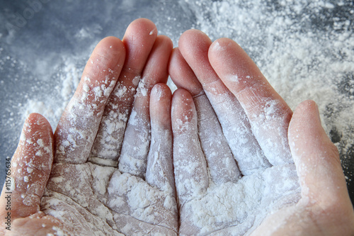 Valokuva  Talcum powder on two hands