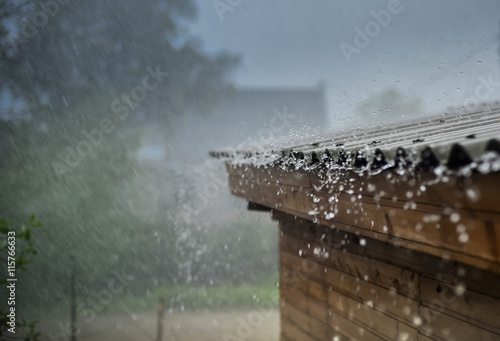 Foto op Plexiglas Onweer rain flows down from a roof down